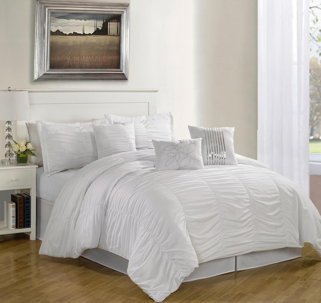 Get Alluring Visage By Displaying A White Comforter Sets