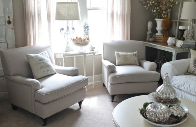 Living Room Chairs Small Spaces