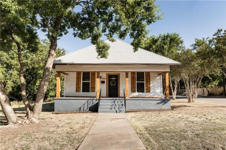 Remodeled Farmhouse For Sale in Waco, Magnolia Realty