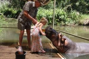 Jessica the Hippo met kinderen