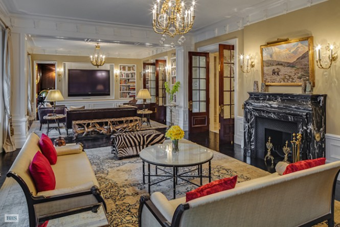 This Lavish Apartment Is Located On The 6th Floor Of 521 Park Avenue In New York Ny Building Was Built 1911 But Renovated