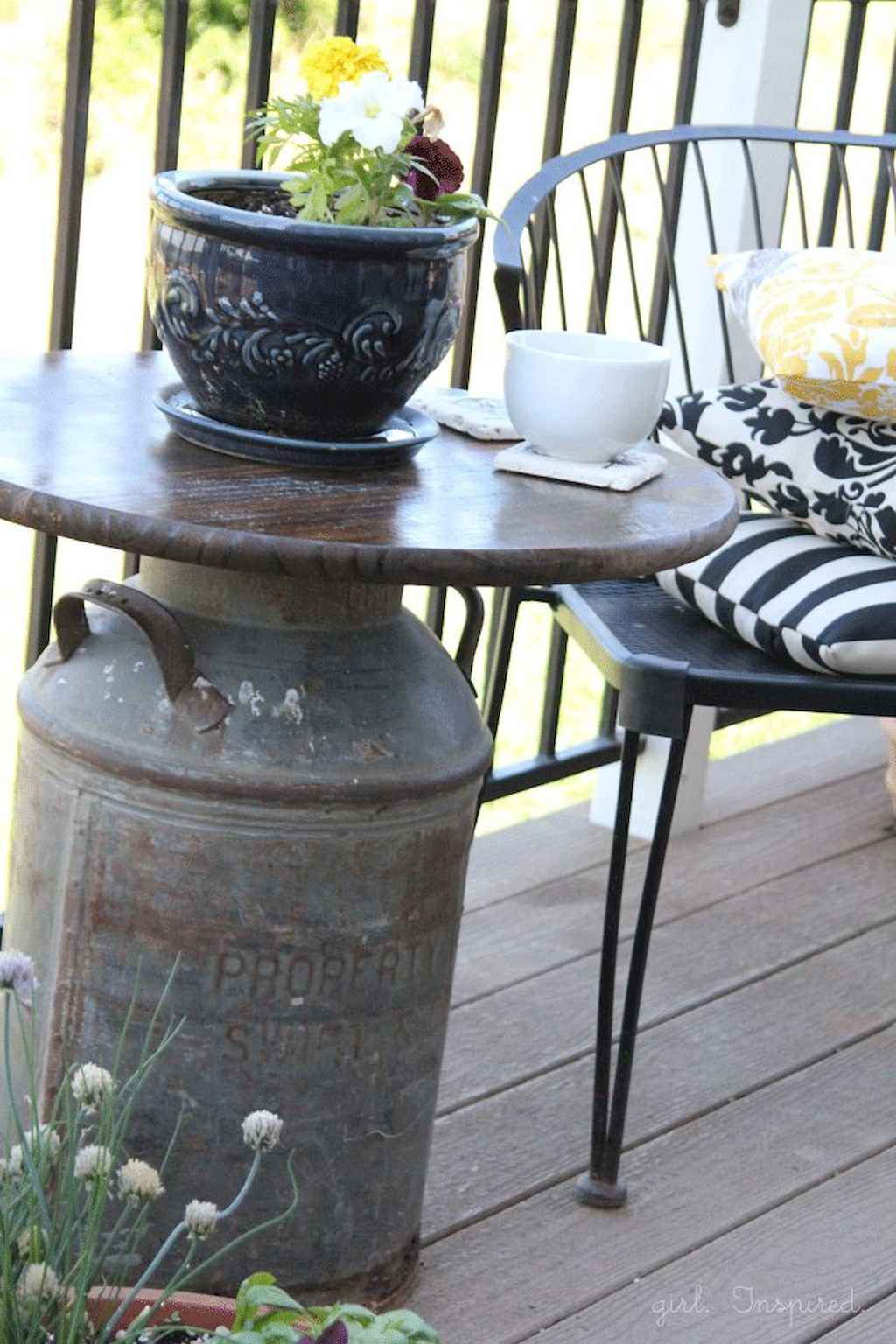 Cleverly diy porch patio decorating ideas (47)