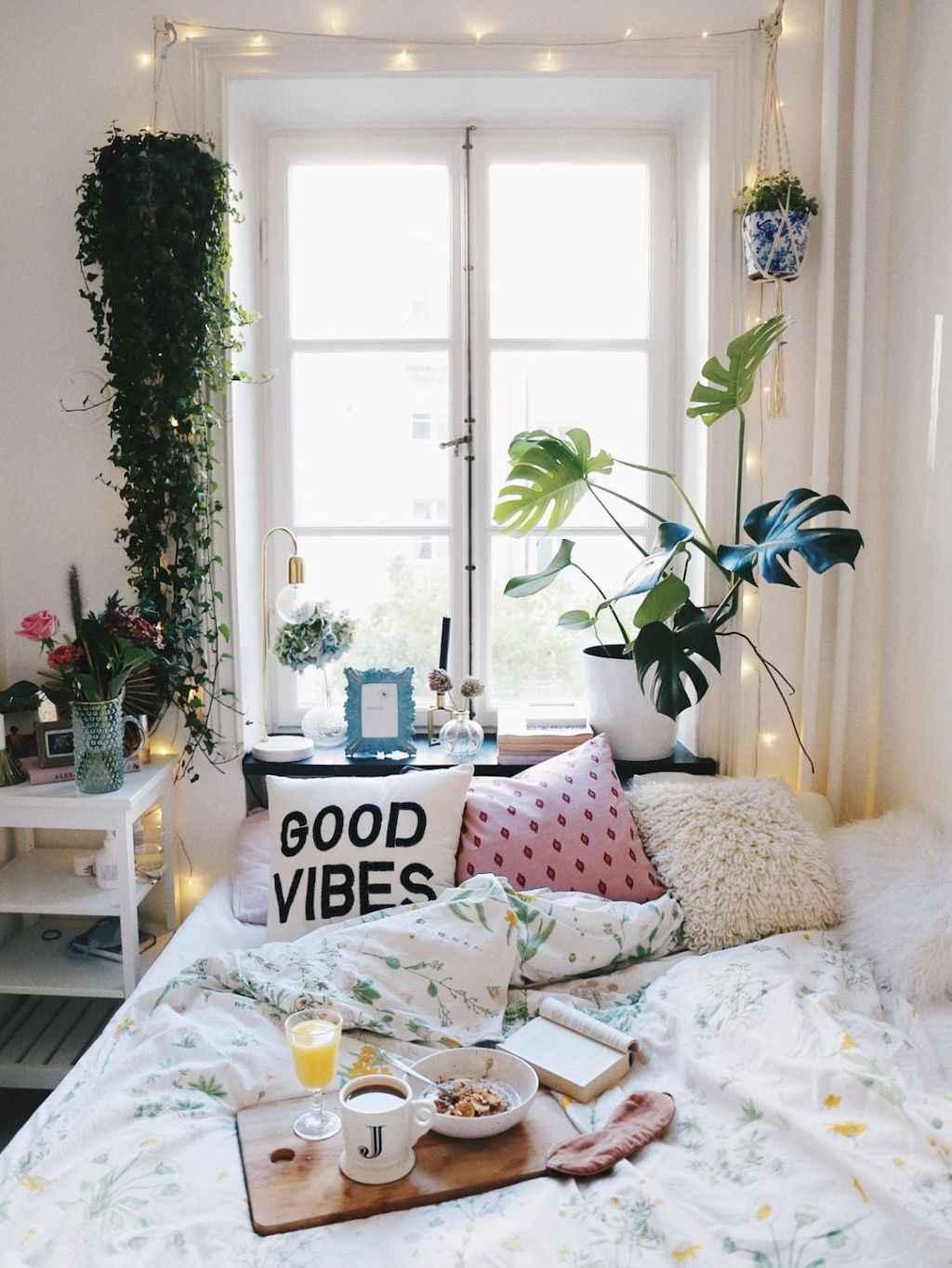 Cute diy dorm room decorating ideas on a budget (69)