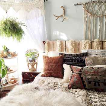 Beautiful and elegance chic bohemian bedroom decor ideas (63)