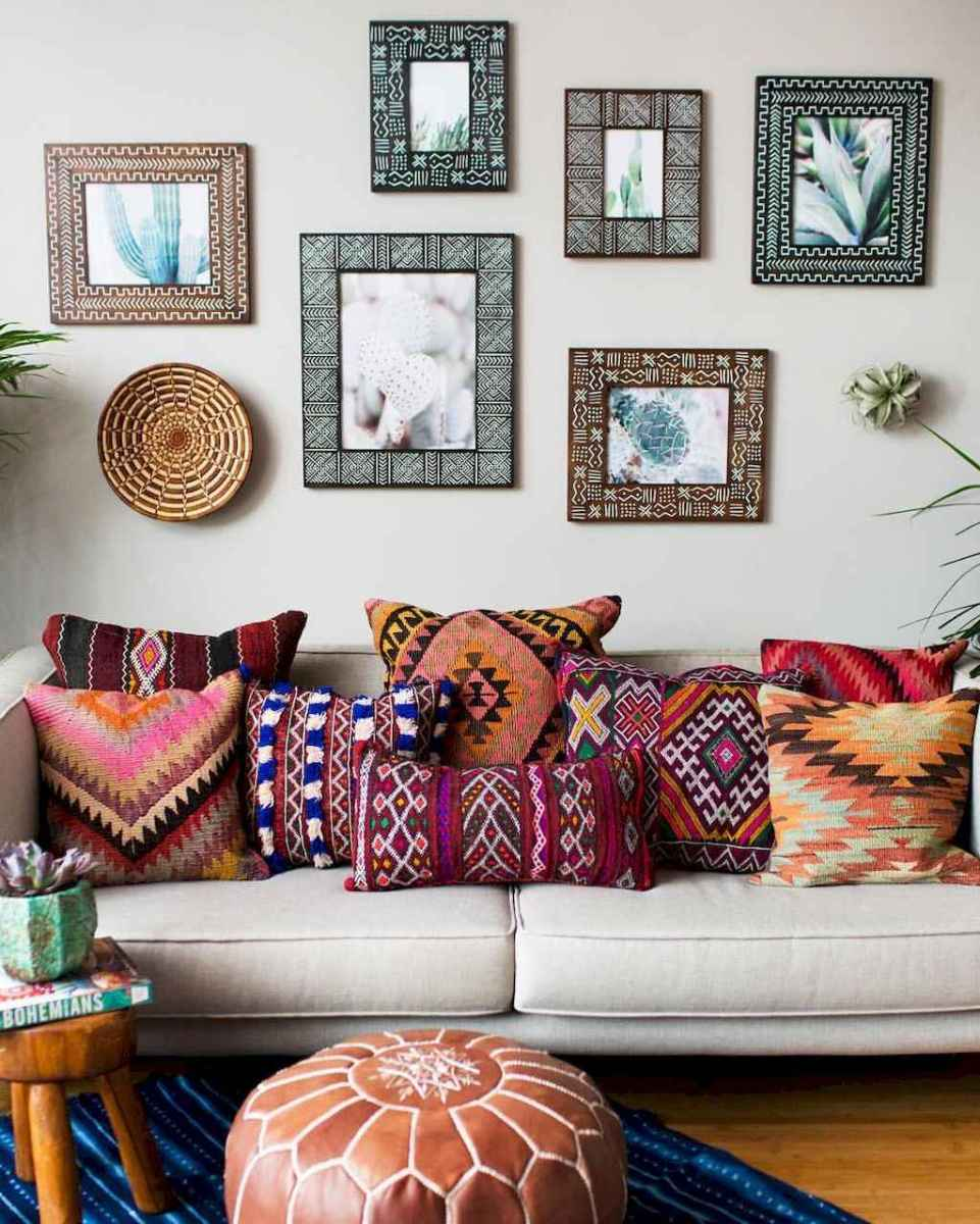 Cozy bohemian style living room decorating ideas (26)