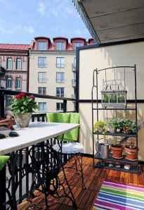 Cozy small apartment balcony decorating ideas (14)