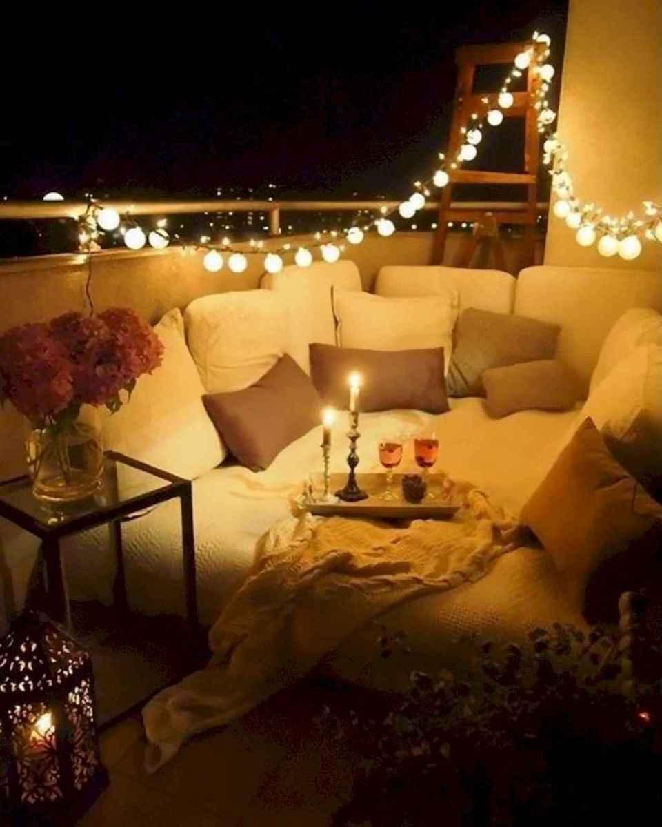 Cozy small apartment balcony decorating ideas (25)