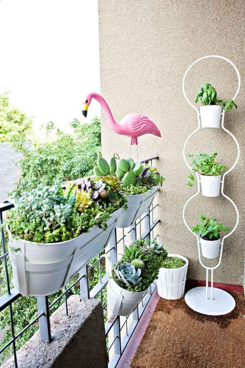 Cozy small apartment balcony decorating ideas (37)