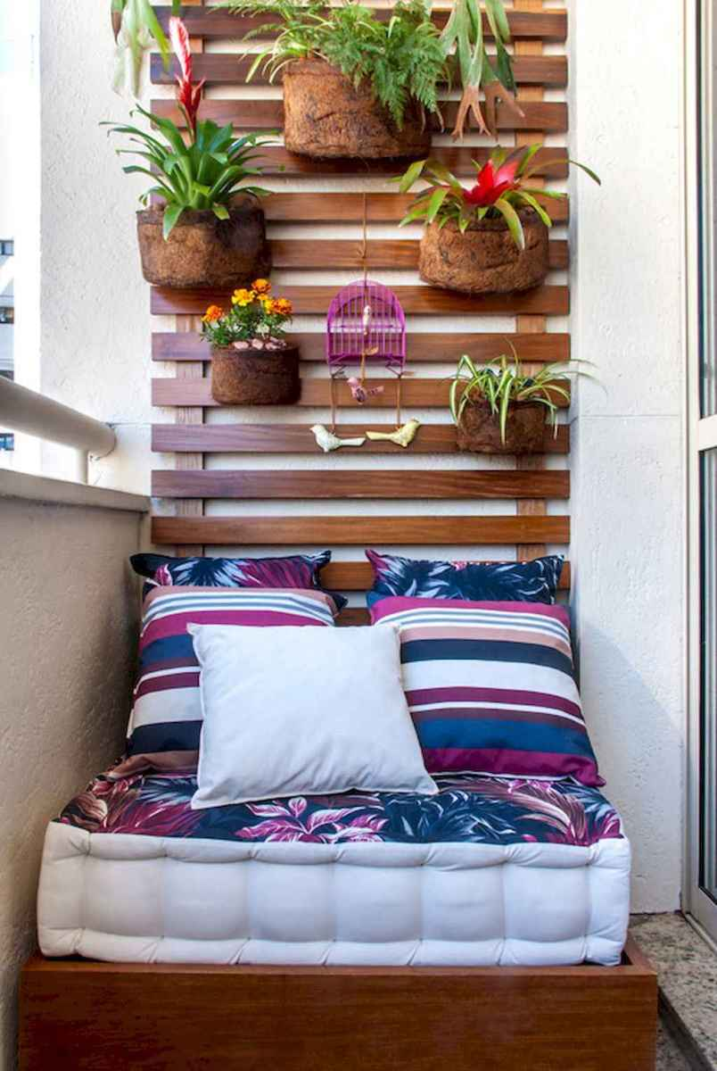 Cozy small apartment balcony decorating ideas (48)