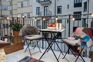 Cozy small apartment balcony decorating ideas (7)