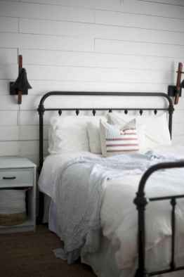 Farmhouse style master bedroom decoration ideas (40)