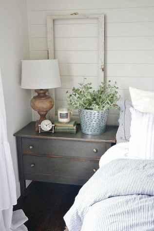 Farmhouse style master bedroom decoration ideas (57)