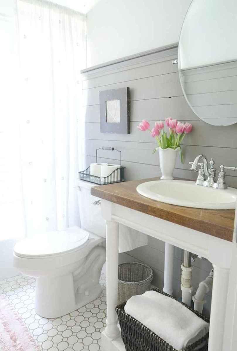 Vintage farmhouse bathroom remodel ideas on a budget (36)