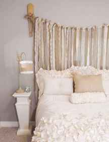 Adorable shabby chic bedroom decor ideas (18)