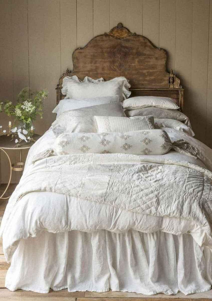 Adorable shabby chic bedroom decor ideas (28)