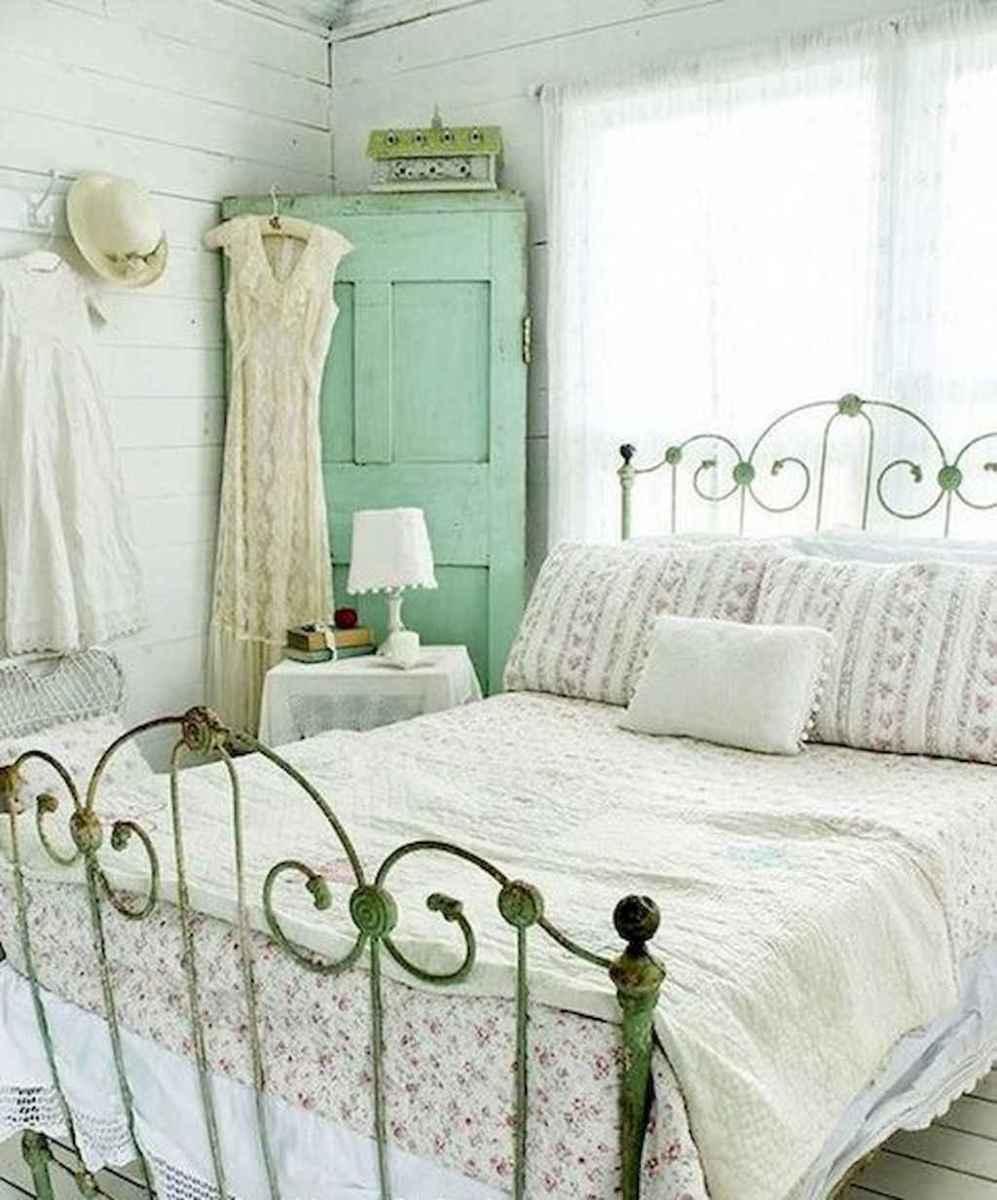 Adorable shabby chic bedroom decor ideas (31)