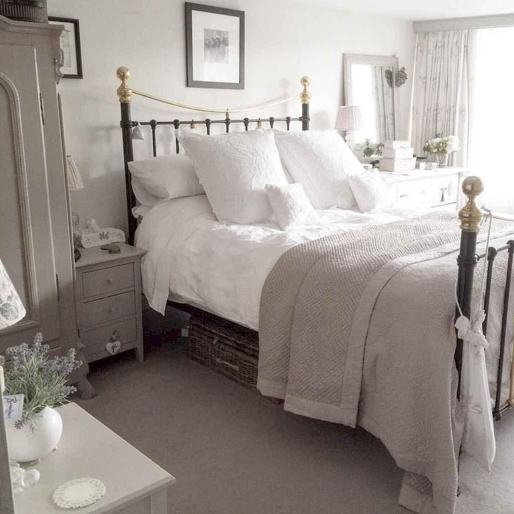 Adorable shabby chic bedroom decor ideas (9)
