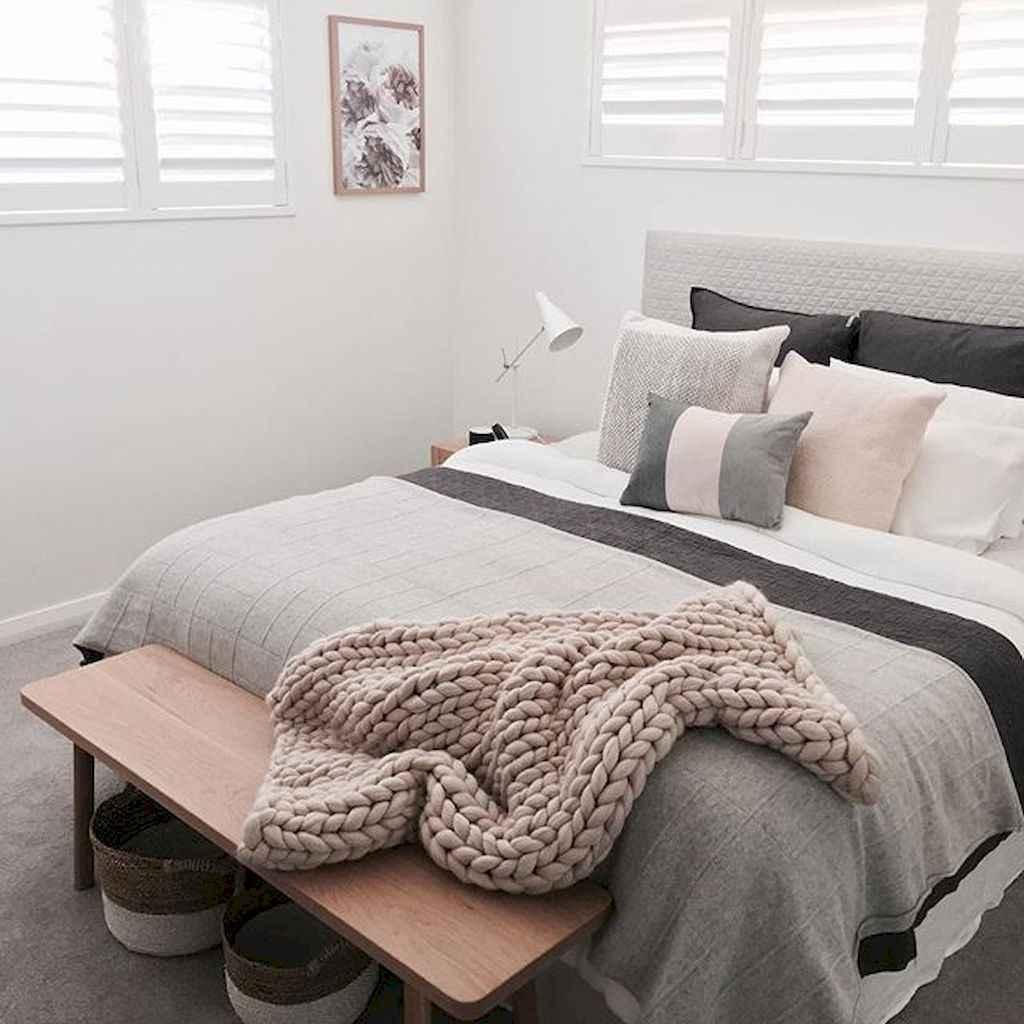 Beautiful minimalist master bedroom decor ideas (54)
