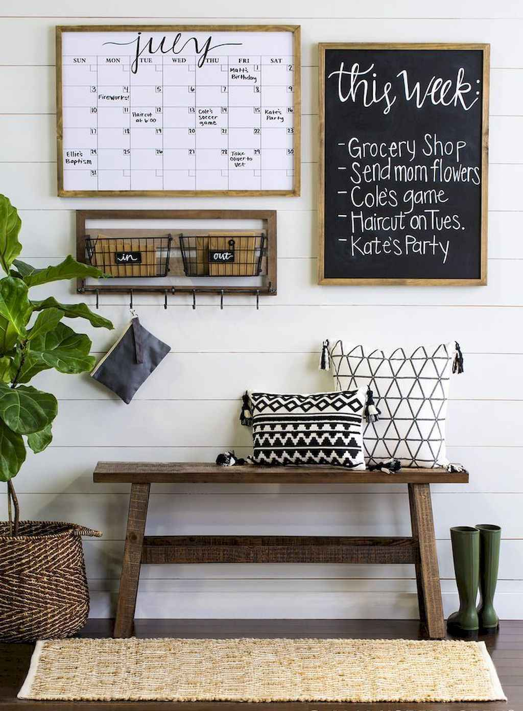 Catchy farmhouse rustic entryway decor ideas (16)