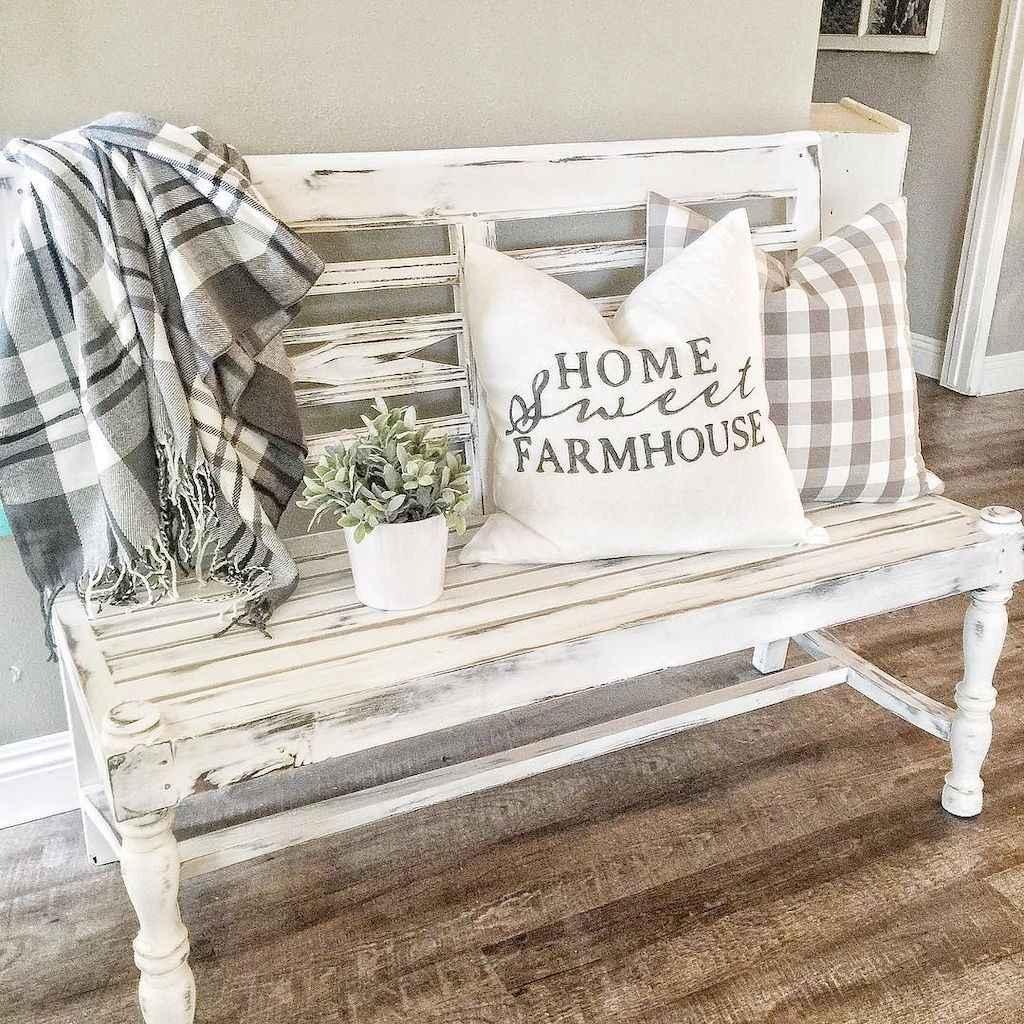 Catchy farmhouse rustic entryway decor ideas (22)
