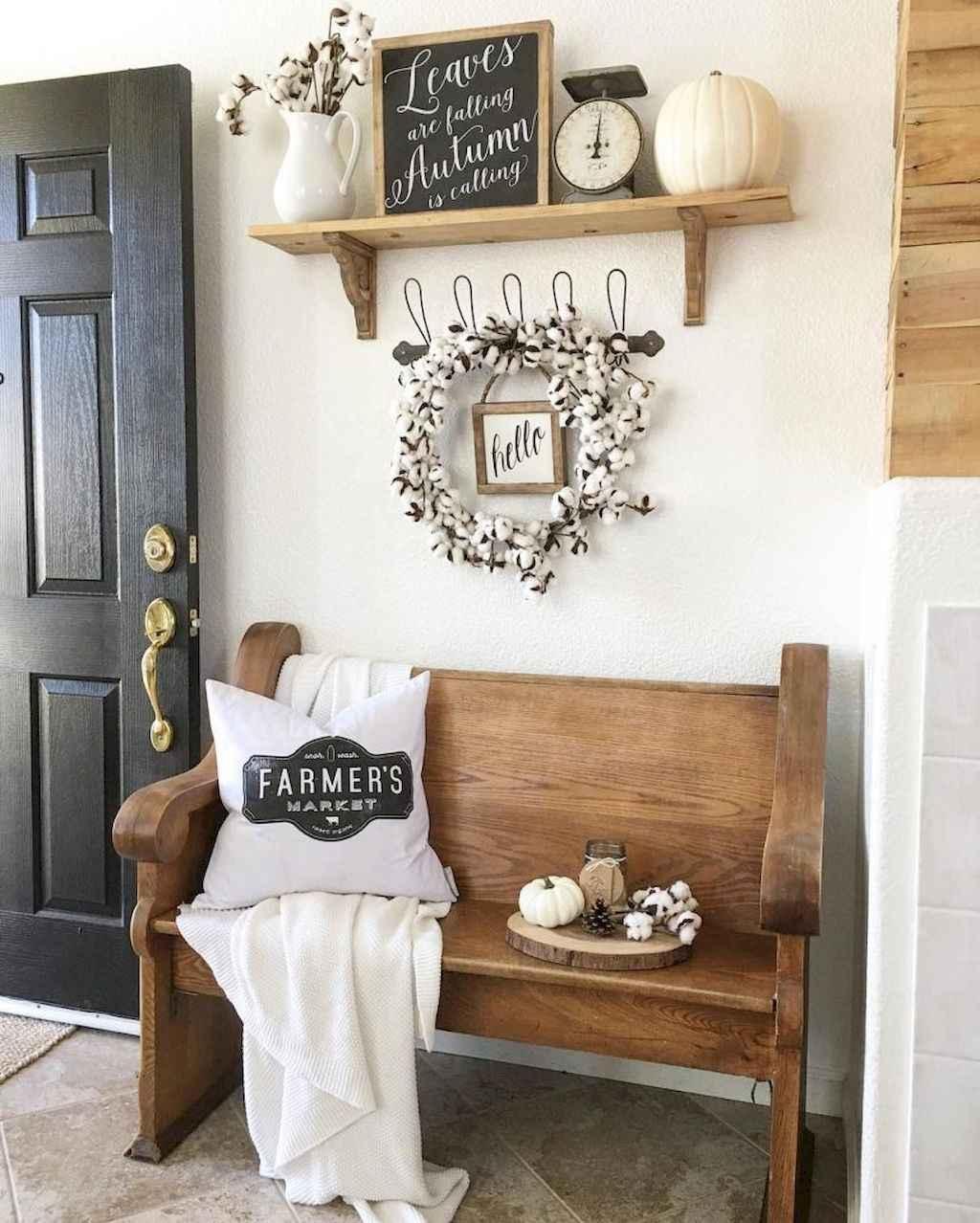 Catchy farmhouse rustic entryway decor ideas (25)