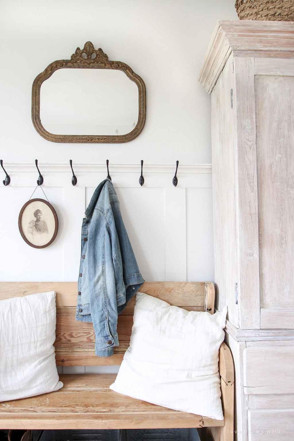 Catchy farmhouse rustic entryway decor ideas (32)