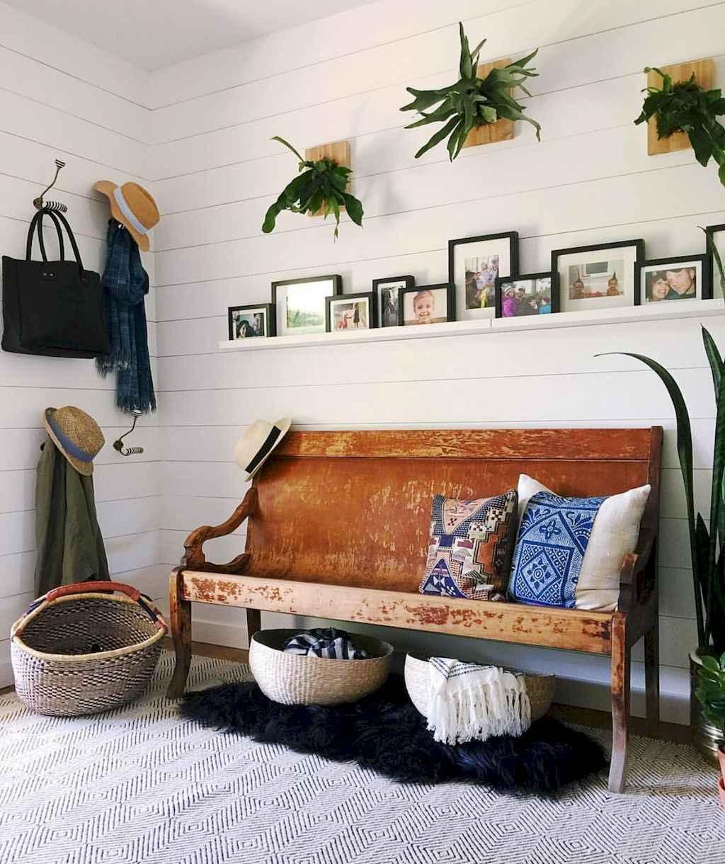 Catchy farmhouse rustic entryway decor ideas (36)