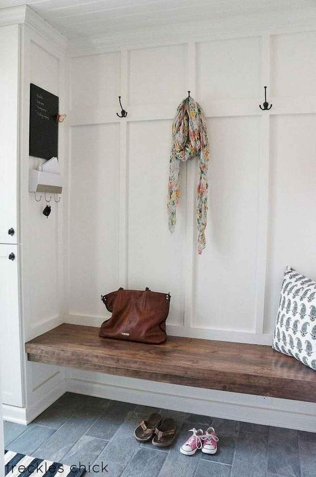 Catchy farmhouse rustic entryway decor ideas (45)