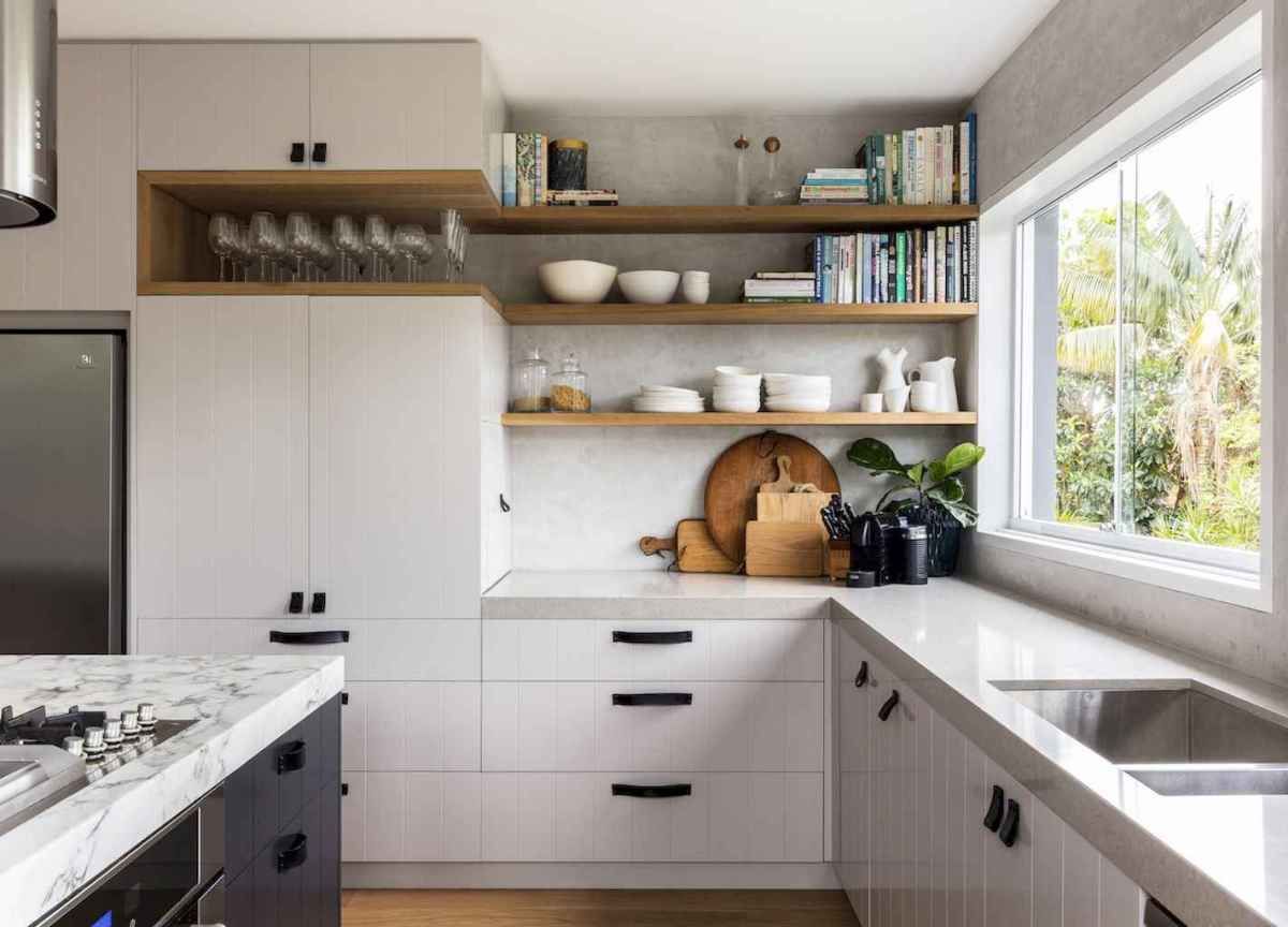 Clever small kitchen remodel and open shelves ideas (58)