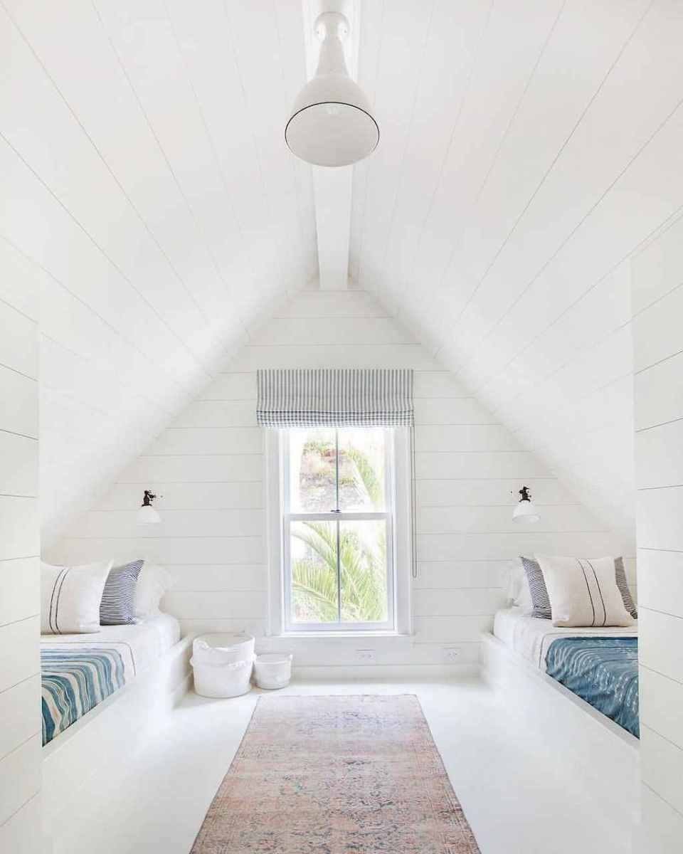 Cozy attic loft bedroom design & decor ideas (16)