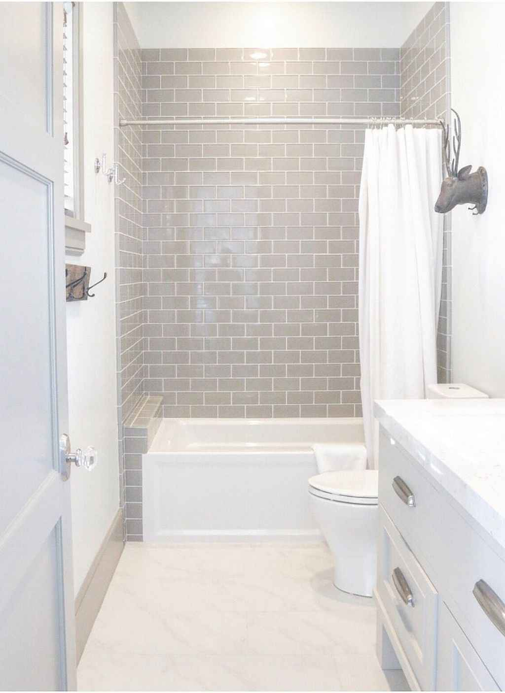 Inspiring apartment bathroom remodel ideas on a budget (17)