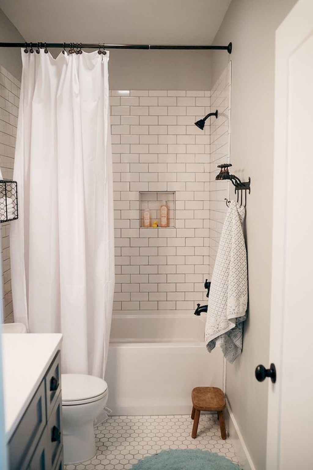Inspiring apartment bathroom remodel ideas on a budget (19)