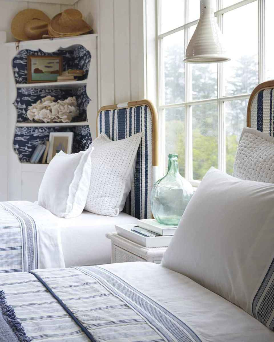 Perfect coastal beach bedroom decoration ideas (9)