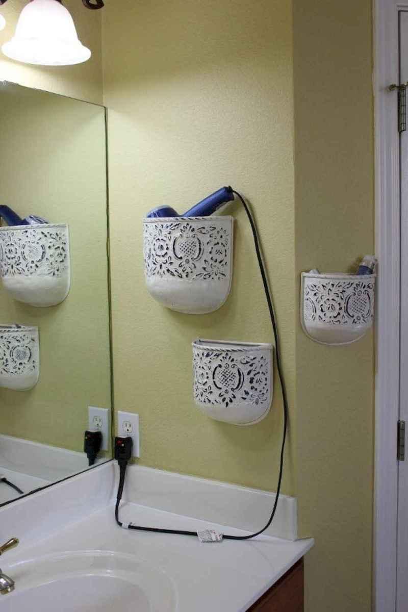 Quick and easy bathroom organization storage ideas (31)