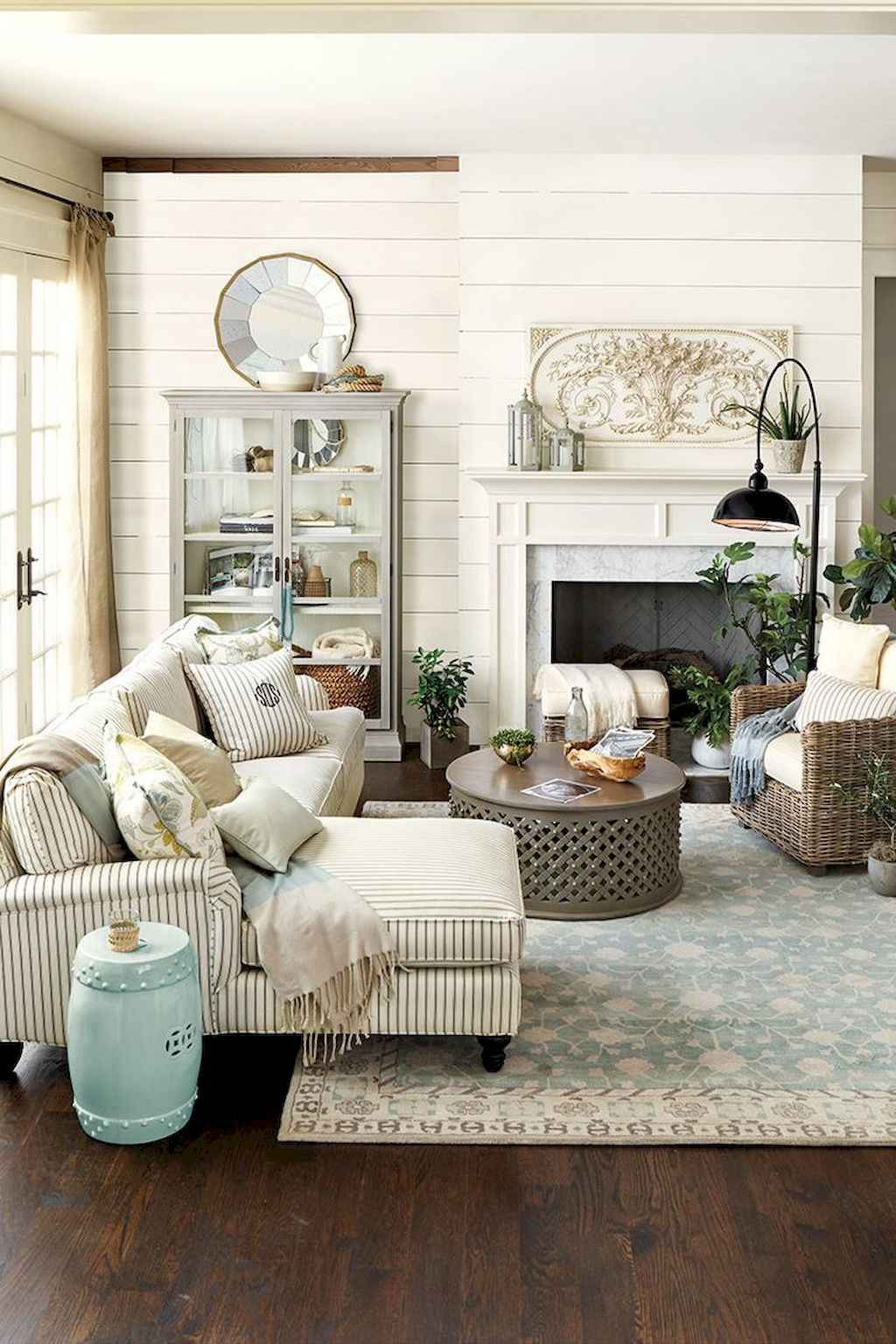 Simple clean vintage living room decorating ideas (17)