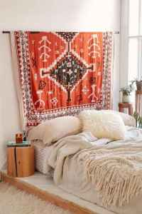Warm and cozy bohemian master bedroom decor ideas (23)