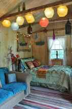 Warm and cozy bohemian master bedroom decor ideas (31)