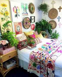 Warm and cozy bohemian master bedroom decor ideas (35)