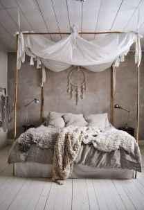 Warm and cozy bohemian master bedroom decor ideas (49)