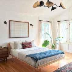 Warm and cozy bohemian master bedroom decor ideas (57)