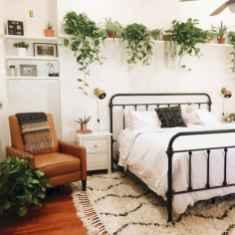 Warm and cozy bohemian master bedroom decor ideas (58)
