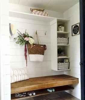 Farmhouse entryway mudroom ideas (39)