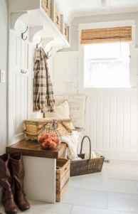 Farmhouse entryway mudroom ideas (68)