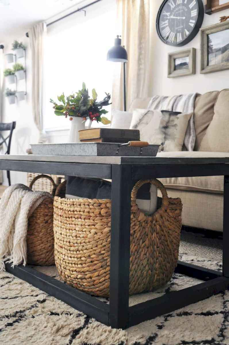 Rustic farmhouse coffee table ideas (37)