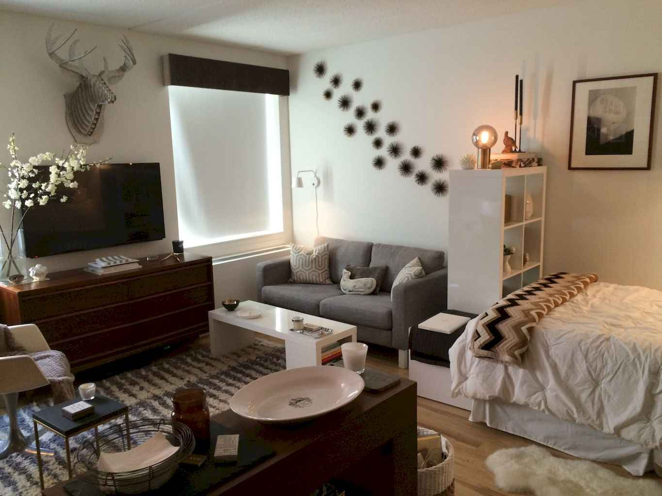 Small apartment studio decorating ideas on a budget (1)