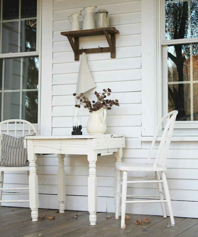 Vintage farmhouse porch ideas (26)