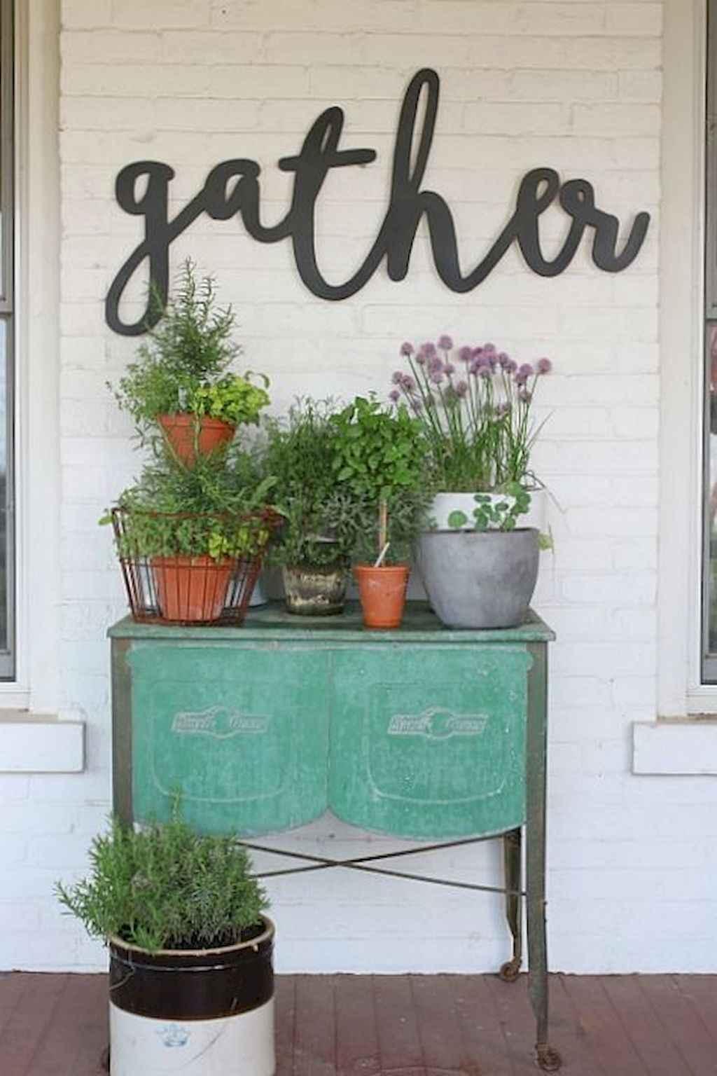 Vintage farmhouse porch ideas (43)