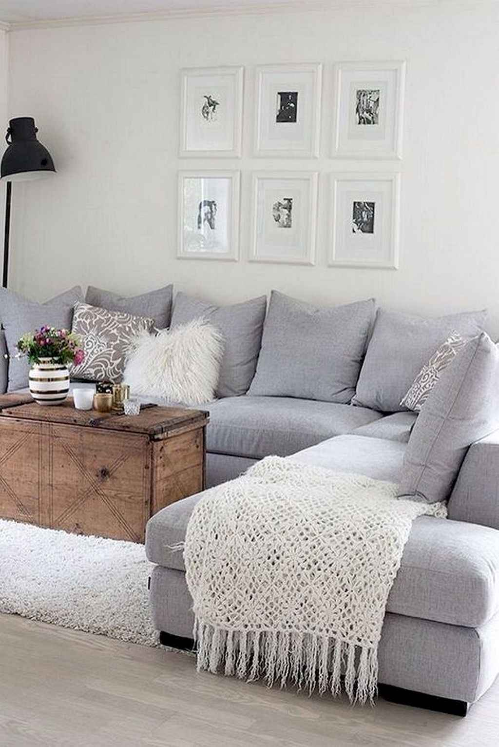 Amazing small first apartment decorating ideas (23)