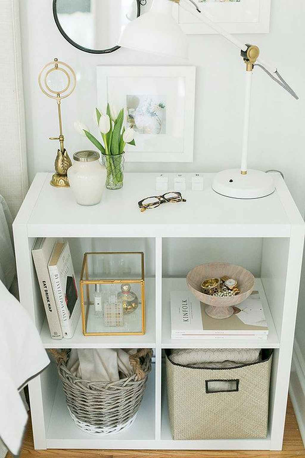 Amazing small first apartment decorating ideas (31)