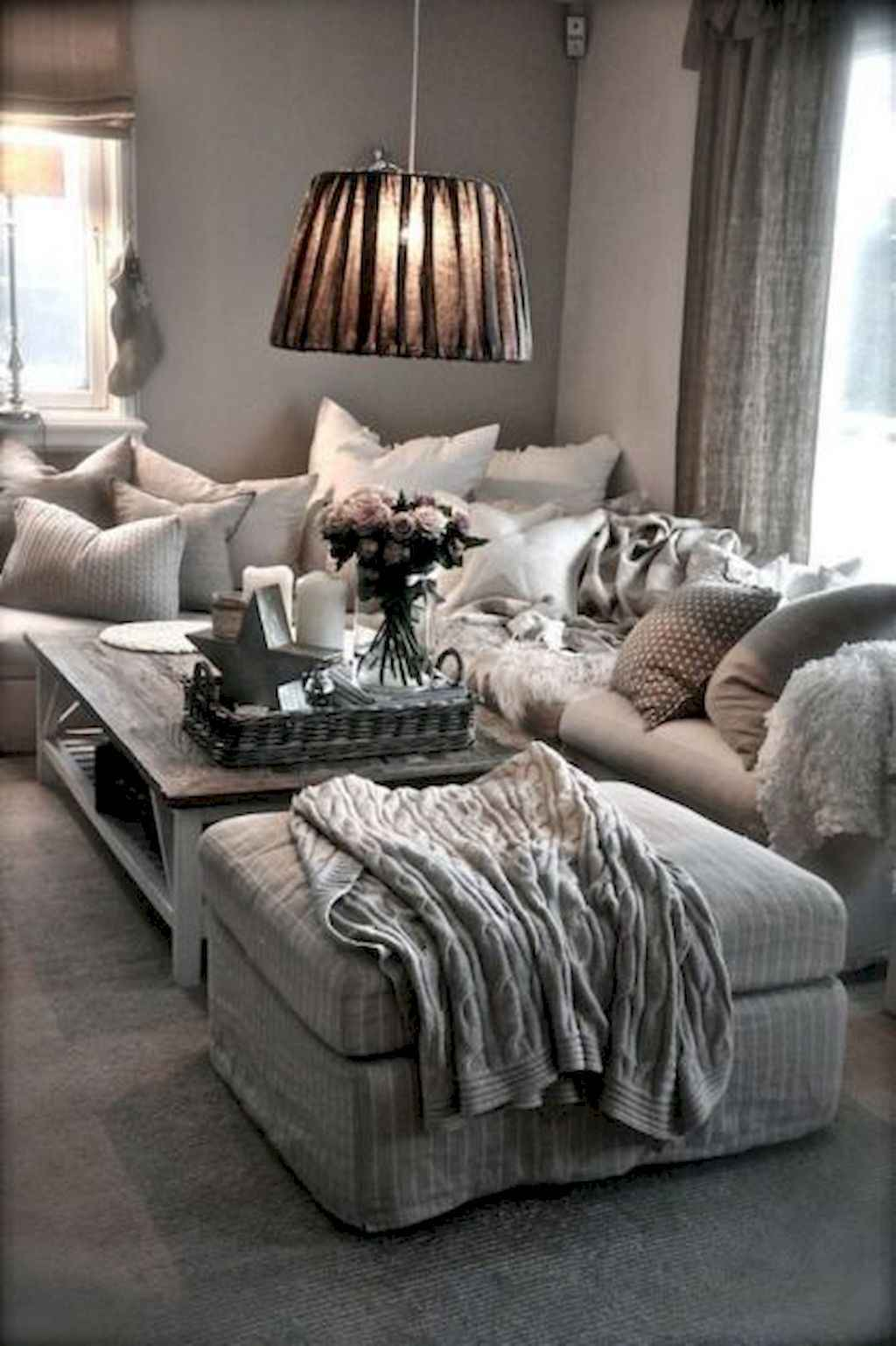 Amazing small first apartment decorating ideas (33)